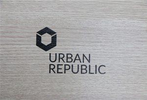 Печатење логото на дрвени материјали од WER-D4880UV